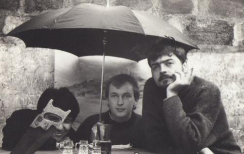 Patricio Heim, Christian Hott y Rodrigo Elzueta. Cerro Navia. 1994. Comité Editorial Revista ENTREGUERRAS.